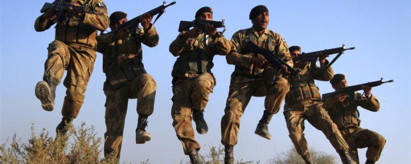 افسوسناک سانحہ،چینی انجینئراور پاکستانی مزدور کو نکالنے کیلئے پاک فوج کا دستہ پہنچ گیا 4