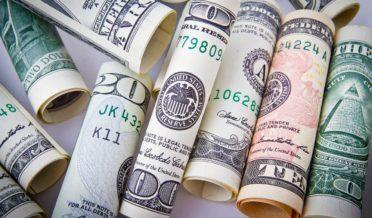 ڈالر کی قیمتوں میں کمی متوقع 8