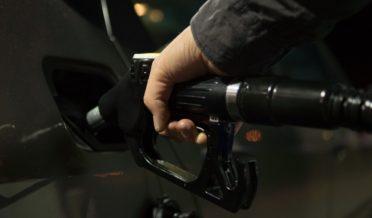 یکم اکتوبر سے پیٹرول کتنا سستا ہو گا؟ عوام کیلئے شاندار خبر آگئی 7