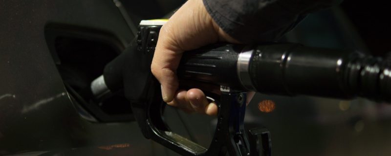 یکم اکتوبر سے پیٹرول کتنا سستا ہو گا؟ عوام کیلئے شاندار خبر آگئی 4