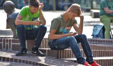 سمارٹ فونز کا استعمال بچوں کی تعلیمی سر گرمیوں میں بڑی رکاوٹ 6