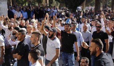ناروے میں اسلام مخالف ریلی میں توہین قرآن کی جسارت کرنے والے ملعون پر حملہ 8