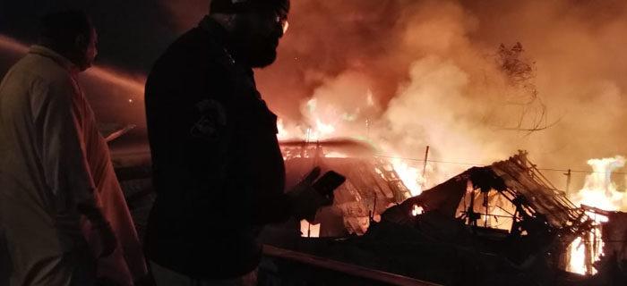 لیاقت آباد، ہندو آبادی کے 100 جھونپڑے جل گئے