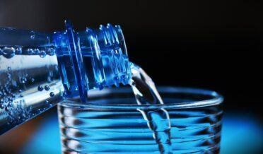 رات کو سونے سے قبل کتنا پانی پینا چاہیے؟