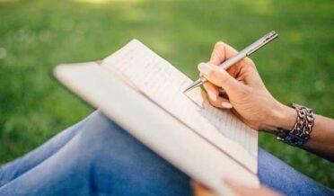 دماغ مضبوط بنانا ہے تو ٹیبلٹ اور اسمارٹ فون چھوڑیئے، کاغذ قلم اپنائیے
